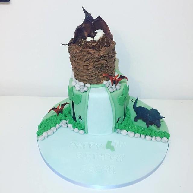 Cake by HoneyBees Cupcakes