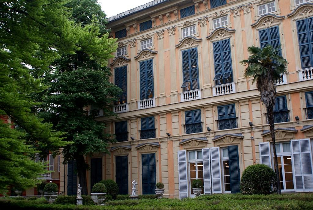Dans le jardin-cour du Palazzo Bianco à Gênes.