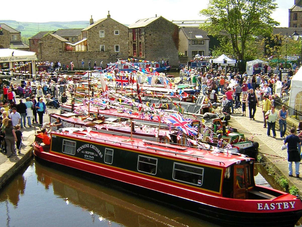 Skipton May Boat Festival. Credit Ronhjones