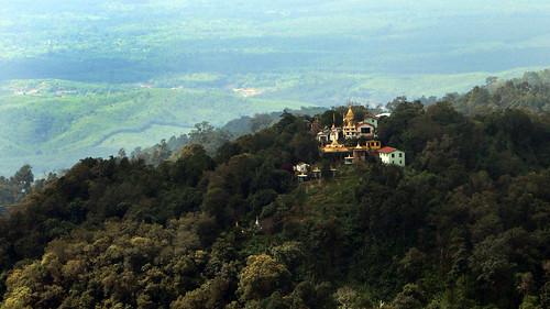 buddhist goldenrock kinpun kyaiktiyohill kyaikto mon myanmar mmr