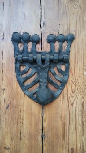 door puerta metal hierro wood madera llamador doorbell barcelona vic