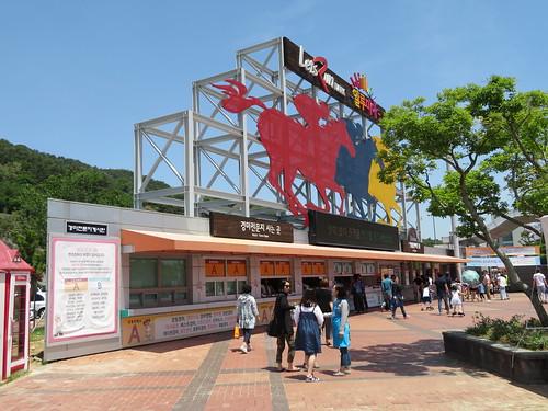 釜山慶南競馬場の新聞売り場とチケット売り場
