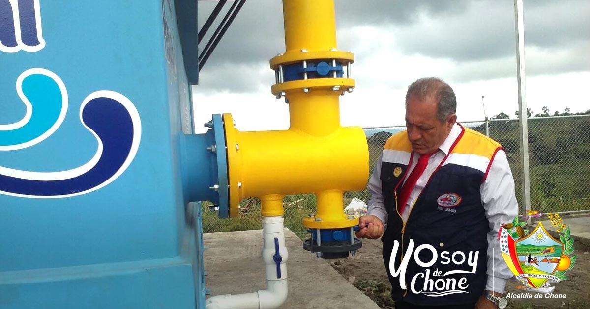 Alcalde de Chone inspecciona construcción de planta de agua potable en la parroquia Eloy Alfaro