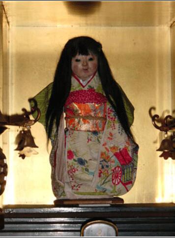 A surpreendente lenda de Okiku, A Boneca Viva