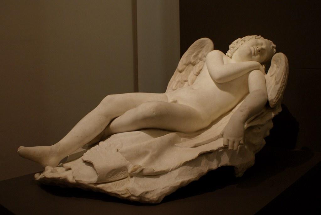 Sculpture d'Eros en train de dormir à la Galerie Saubada de Turin.