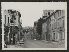 Rue de Montvendre avec station de service
