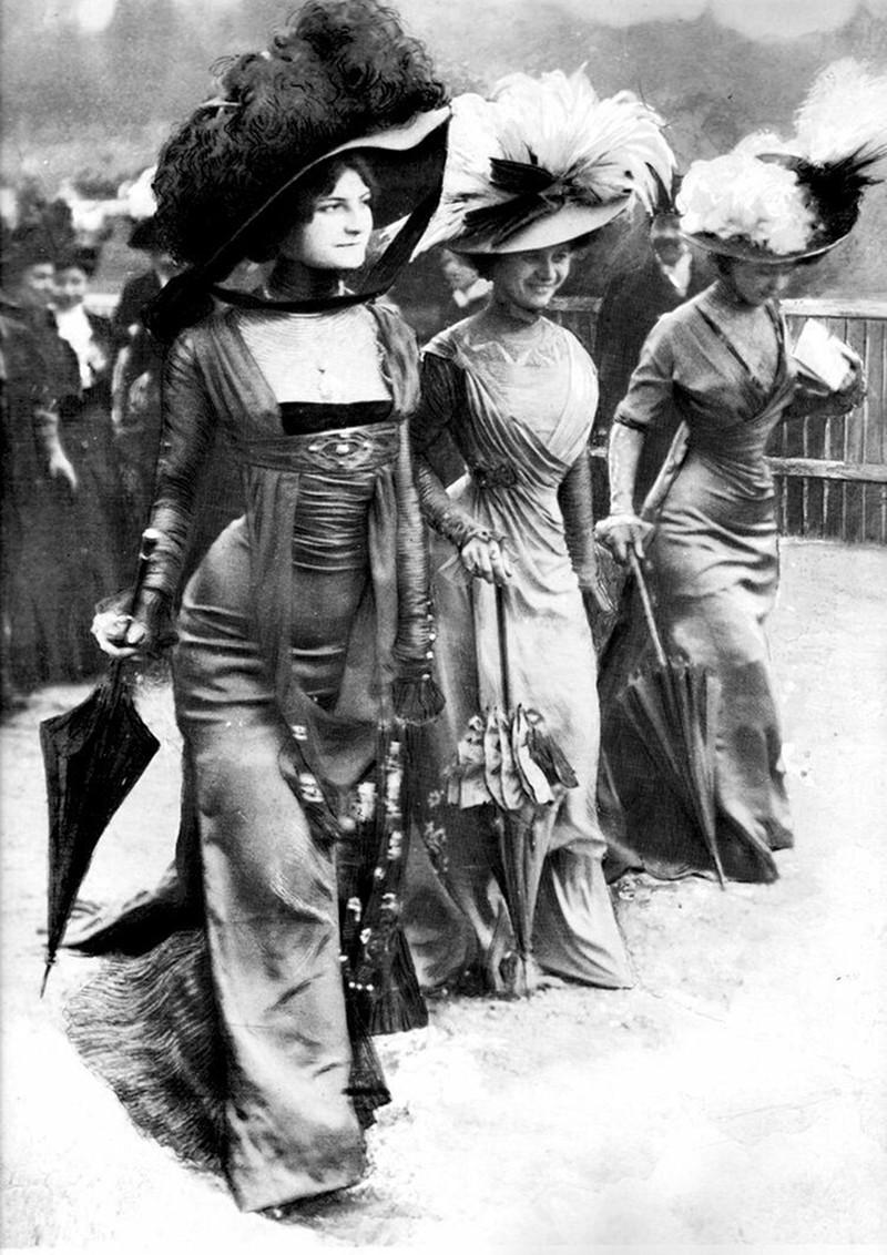 Ladies at the Hippodrome de Longchamp, Paris 1908