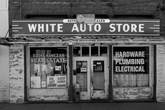 White Auto Store