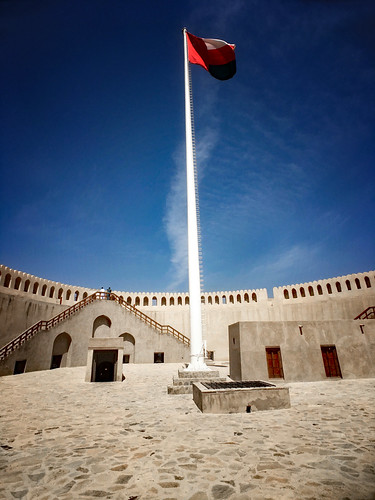 oman gulfstates nizwa fort architecture historic flag flagpole outdoors touristdestination vertical color morning walls fortification military fortress