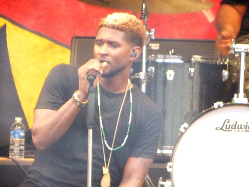 Usher on Saturday, April 29, 2017; Day 2 of Jazz Fest. Photo by Olivia Greene.
