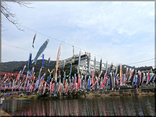 Photo:2017-03-18_T@ka.'s Life Log Book_嘉瀬川の官人橋に鯉のぼりの群れが泳ぐ【佐賀】川上峡春祭り_03 By:logtaka