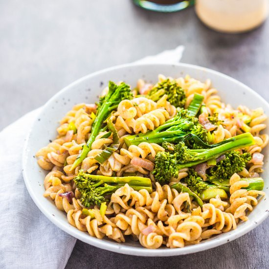 Broccolini + Balsamic Pasta (Source) VeganFoodPorn.pictures/ | Vegan Cookbooks On Sale! Like Us On Facebook | Follow Us On Twitter
