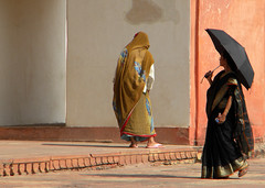 Women in India: Akbar's tomb