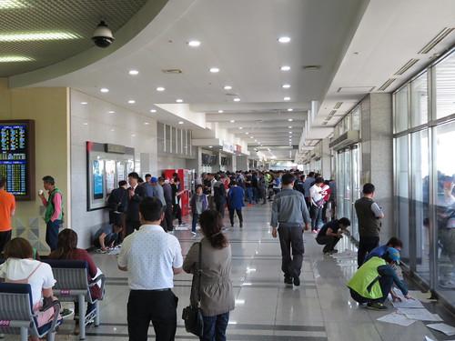 釜山慶南競馬場の走路側コンコース