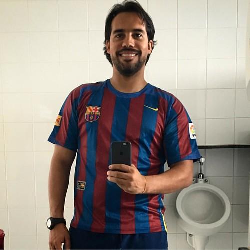 E tem gente que fala que sou anti-Barça! Bobos! Cortesia de minha senhora, @vanessaleallima. Mostrando QUEM manda lá em casa!