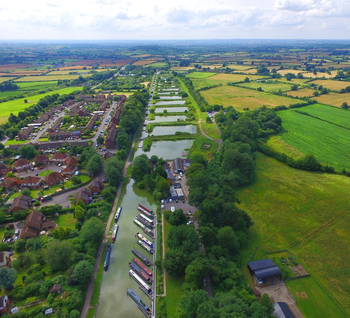 Caen Hill Locks from 400 feet - Looking down from Bath Road Bridge. Credit Rmckenzi
