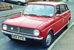 Austin Maxi 1750, in damask red