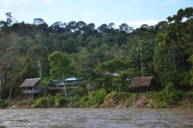 Amazonie Equatoriale - habitations, Nikon D7000, AF-S DX VR Zoom-Nikkor 18-105mm f/3.5-5.6G ED