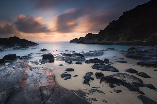beach hawaii rocks ocean pacific pacificocean sand sunrise dawn hotandcold canon 1635mmf4l longexposure leefilters bigstopper lee09ndgradhard sun clouds warm summer motion lucky eternitybeach