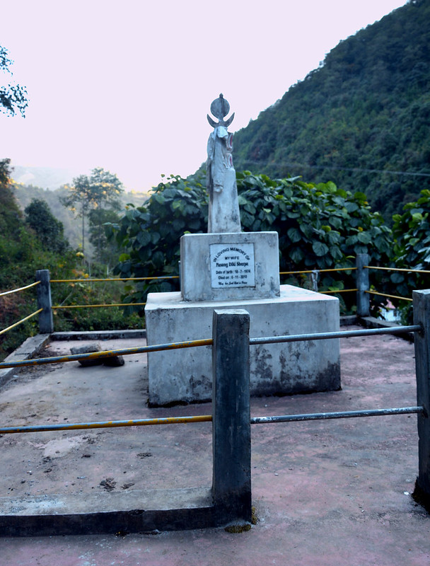 The grave of Pasang Dikki Sherpa behind srikhola Trekkers Hut