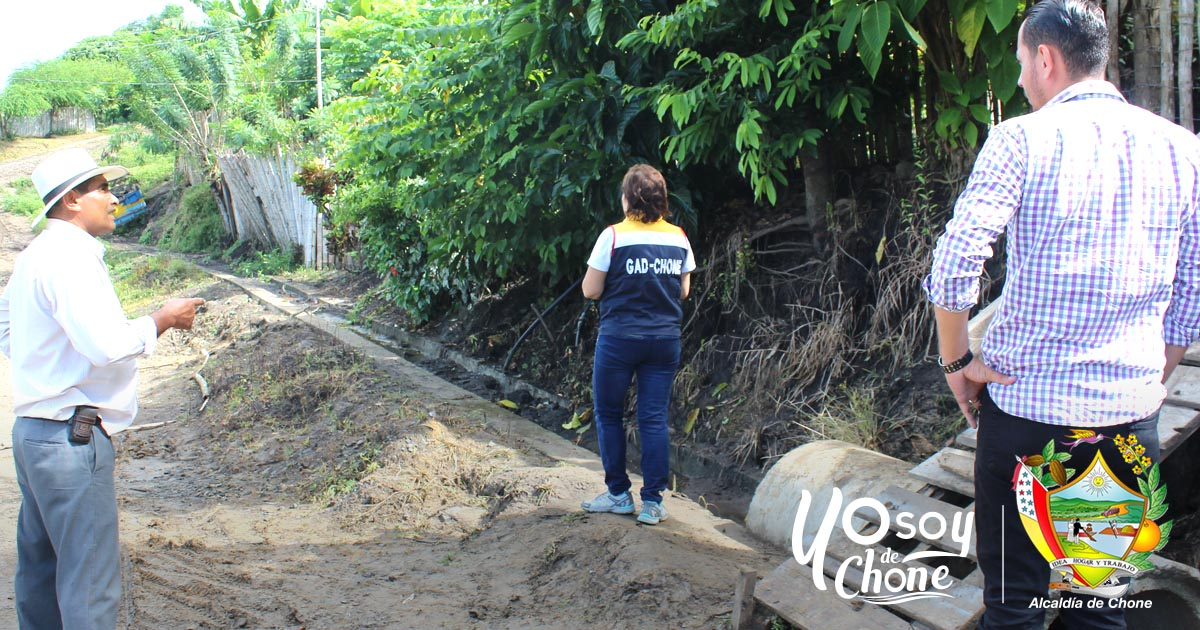 Inspeccionan canaletas de aguas lluvias en Bellavista Baja Chone