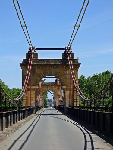 Pont Suspendu...Le Mas d'Agenais