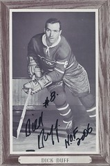 1964-67 NHL Beehive Hockey Photo / Group III (Woodgrain) - DICK DUFF (Left Wing) (Hockey Hall of Fame 2006) - Autographed Hockey Card (Montreal Canadiens) (#102)
