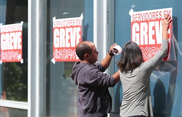 Em Brasília (DF), servidores públicos participam de greve por melhores condições de trabalho  - Créditos:  José Cruz/ Agência Brasil