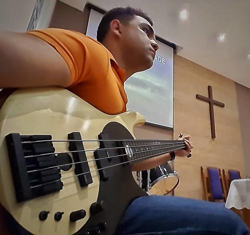 Igreja. #louvor  #ipi #vipbassclub #fodera #yydlx #yinyang #emg #mikepope #bass #victorwooten #contrabaixo
