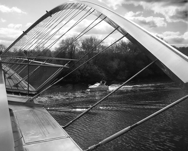 Millennium Bridge over River, Panasonic DMC-FT5