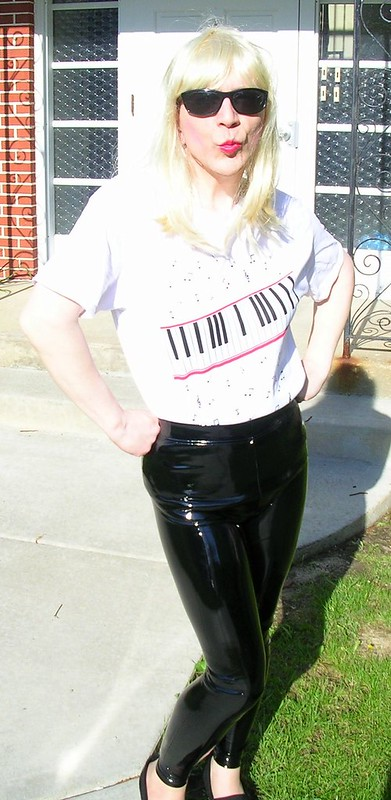 Piano shirt & PVC leggings