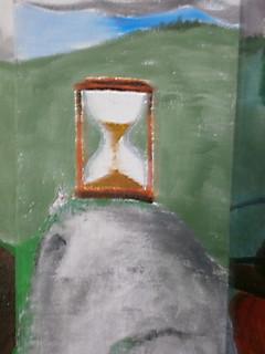 Detail přesýpacích hodin na malbě, kterou vytvořili moji spolužáci (Daniel Lojda, Daniela Vaverková)