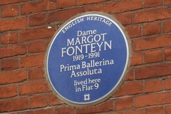 Photo of Margot Fonteyn blue plaque