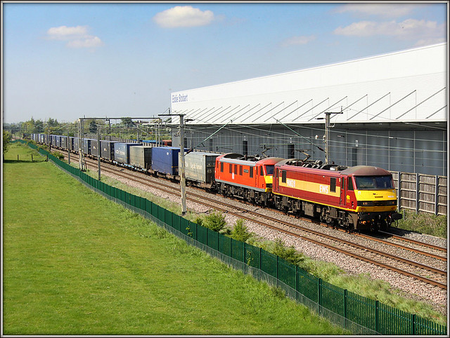90028 & 90036, 4M25 Mossend-Crick. Barby Nortoft, 10th May 2017.