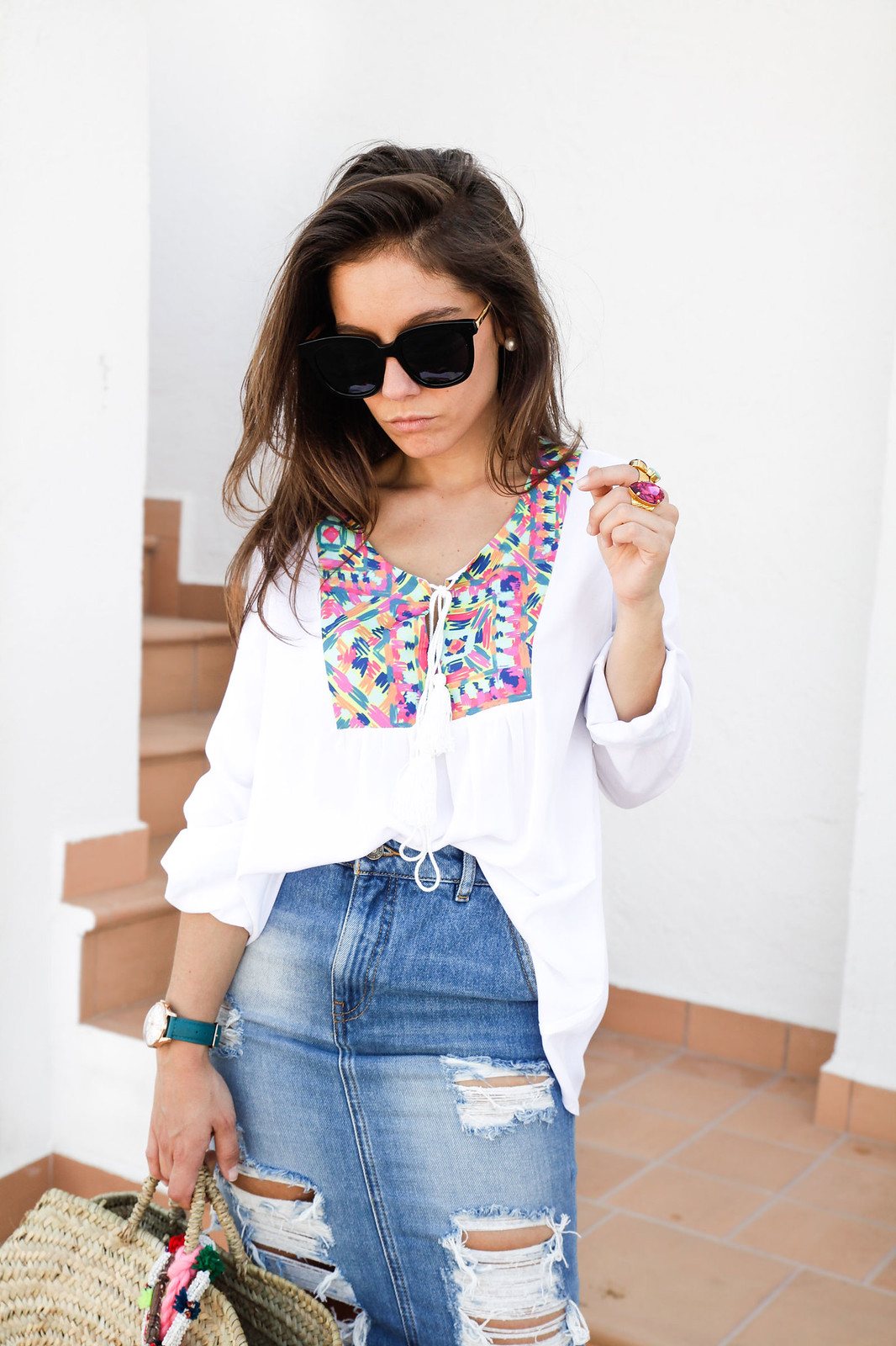 014_ripped_denim_skirt_white_shirt_ruga_style_theguestgirl_barcelona