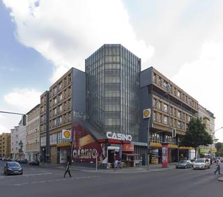 Wohnhaus mit Tankstelle, Müllerstraße Ecke Antonstraße