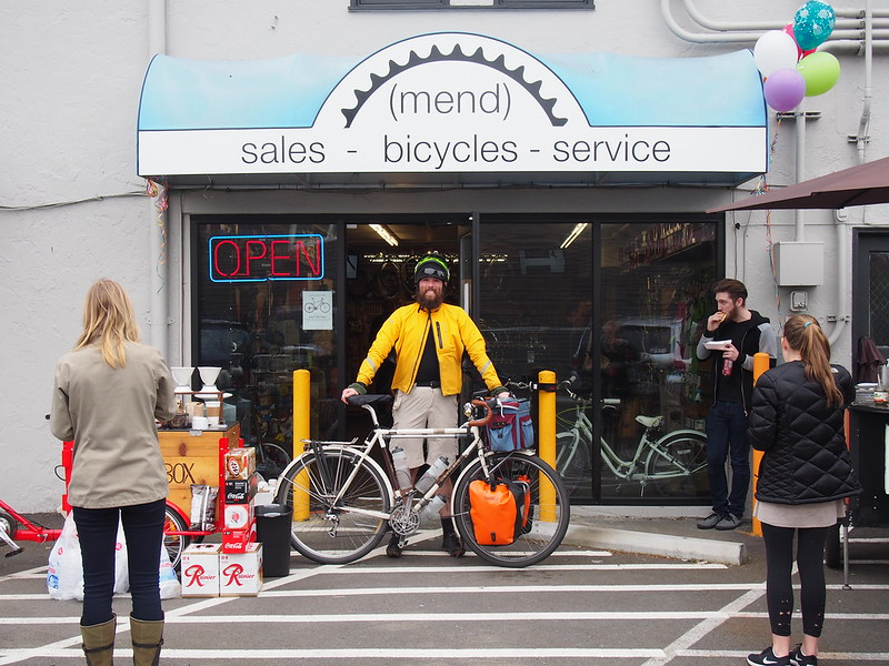 Neil and Ivory Pass at (mend) bicycles: It was nice seeing some friendly fares.