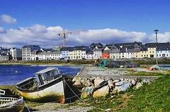 A stunning sunny day at Galway bay. @irelandtourism @exploringireland #irlanda #ireland #roadtrip #discoveryireland #galway #galwaybay #sunnyday #loveireland