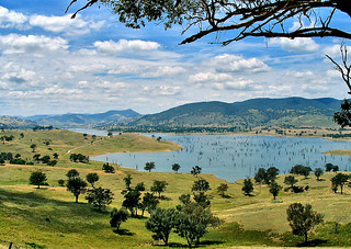 26 Dec 2004 - Picturesque view east from Lake Rd, across Hume Dam backwaters towards Tallangatta, Victoria, Australia
