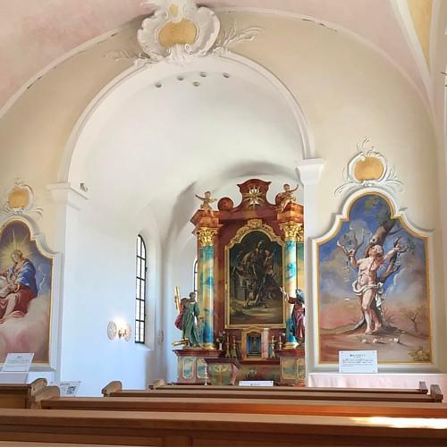 教会の中なら落ち着いて休憩できるかと思ったら、大音響で音楽が流れていて落ち着かん(´Д` )