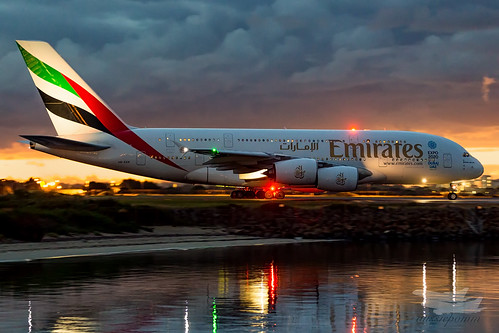 mascot newsouthwales australia au emirates ek airbus a380 syd yssy sydney airport sunrise dawn