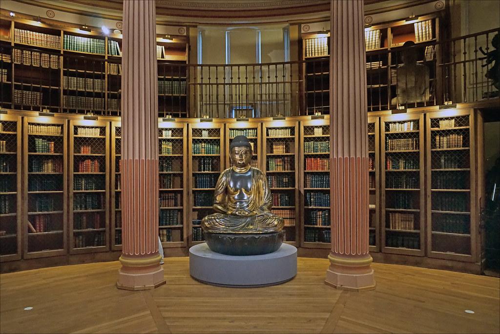 La bibliothèque historique du musée Guimet (MNAAG, Paris)