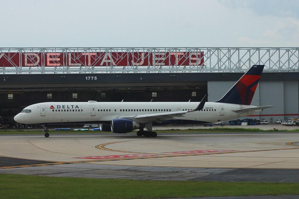 N823DX - B752 - Delta Air Lines