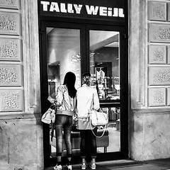 #shopping #italy_photolovers  #instagram #statigram #travelphotography #photography  #loves_united_borghi #ontheroad #amateurs_bnw_2y #yallersitalia #volgoitalia #blackandwhite #humanity #bnw_lovers #bestitaliapics #igersitalia #bnw #people #thehub_italia
