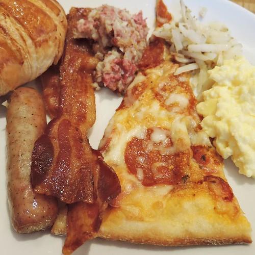 朝食ビュッフェ、二皿目はアメリカンな感じで。