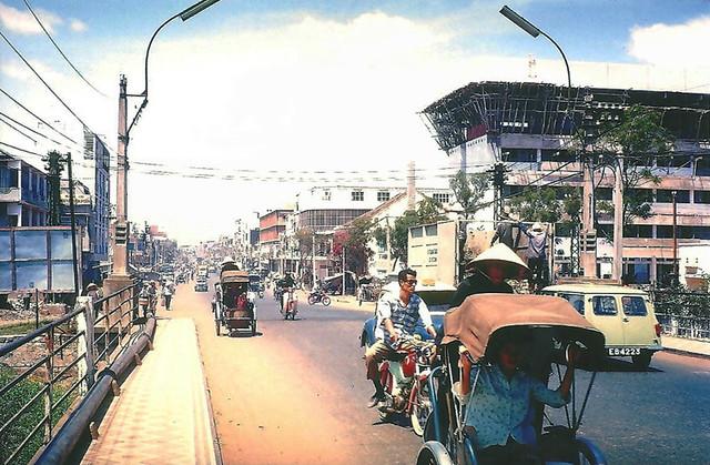 SAIGON 1966-67 by Allen McKenzie - Cầu Trương Minh Giảng - Trường ĐH Vạn Hạnh đang xây dựng