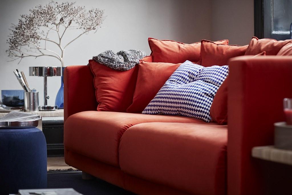 STOCKHOLM 2017 三人座沙發由設計師Ola Wihlborg設計,他希望除了基本功能之外,更是能讓全家聚在一起的小窩。