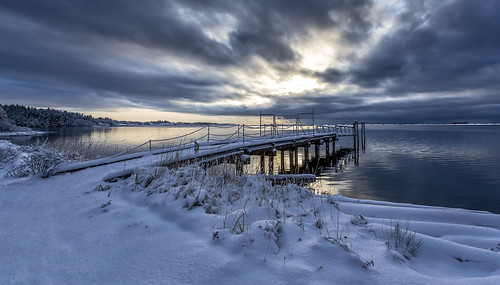 britishcolumbia bc colwood royalroads esquimaltlagoon winter snow weather calm water seascape seashore clouds morning sunrise dawn cold dock wharf reflection