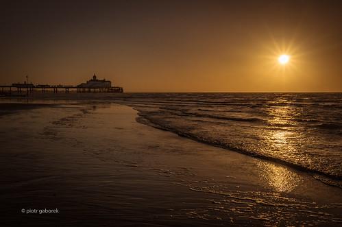 eastbourne sussex england uk gb britain greatbritain pier sunrise sea waves wave sun pietkagab photography pentax pentaxk5ii piotrgaborek travel trip tourism tourist destination sightseeing english british