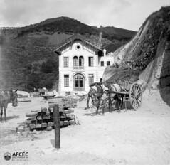 L'estació de baix del funicular amb carros i materials de construcció